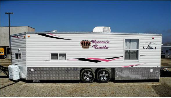 Queens castle trailers in minnesota for Fish house rv