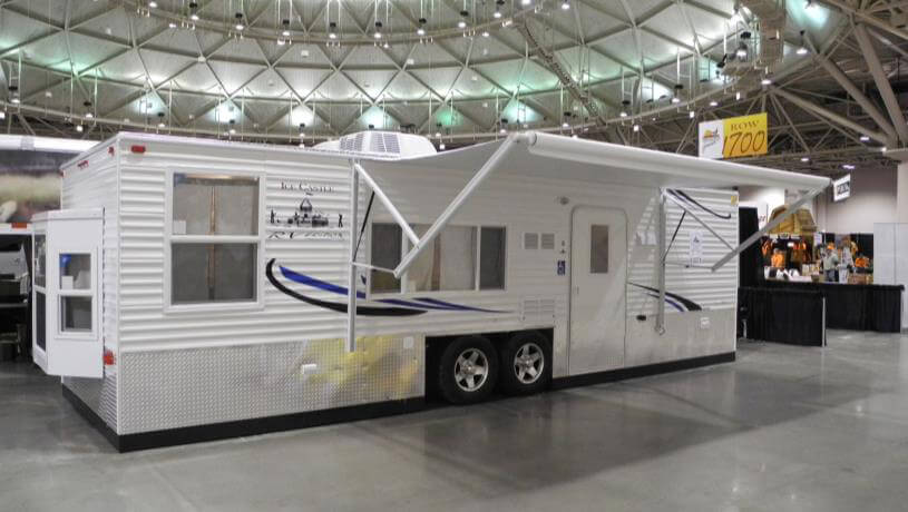 Handicap accessible rv fish house trailers in minnesota for Fish house trailer