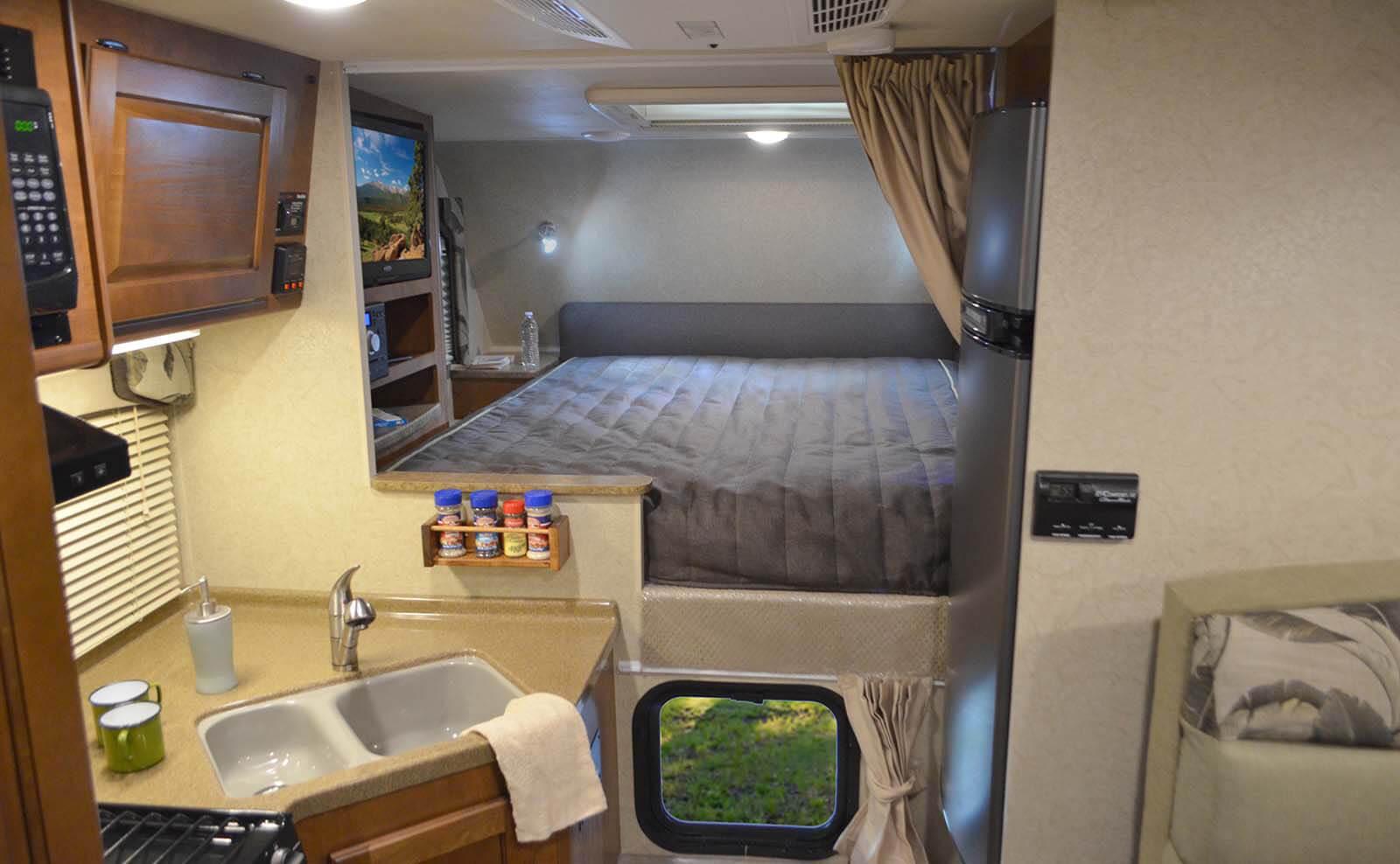 Lance 855 Truck Camper Lance 855 Short Bed