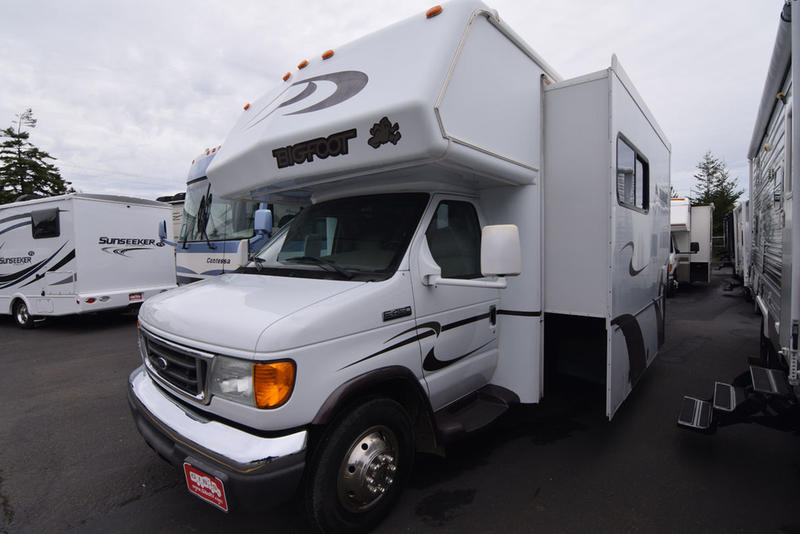 Used 2008 Bigfoot Industries Bigfoot Motorhome 3000 30MH29SL