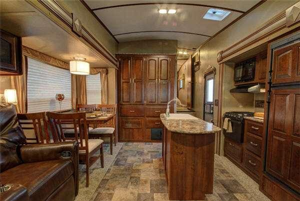 Outside - 2016 Outback 315FRE Fifth Wheel