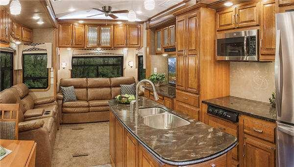Inside - 2014 Tradition 399BHQS Fifth Wheel
