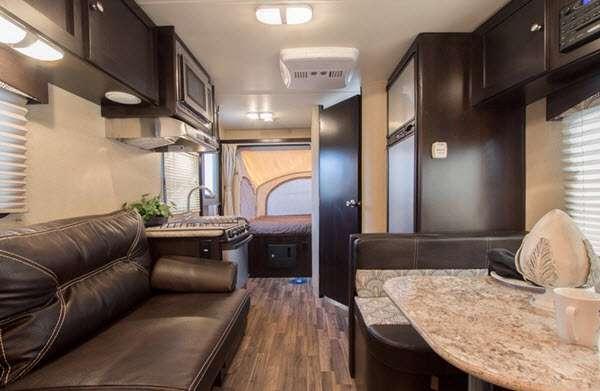Inside - 2017 Kodiak Express 172E Expandable