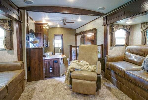 Inside - 2014 Mountaineer 290RLT Fifth Wheel