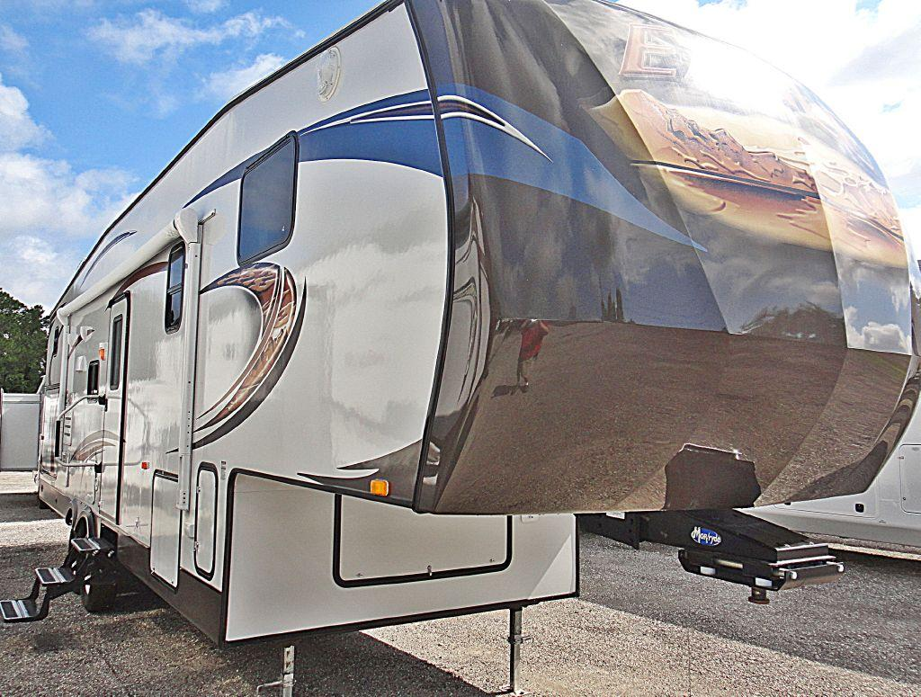 New 2013 Jayco Eagle 33.5 QBDS Photo