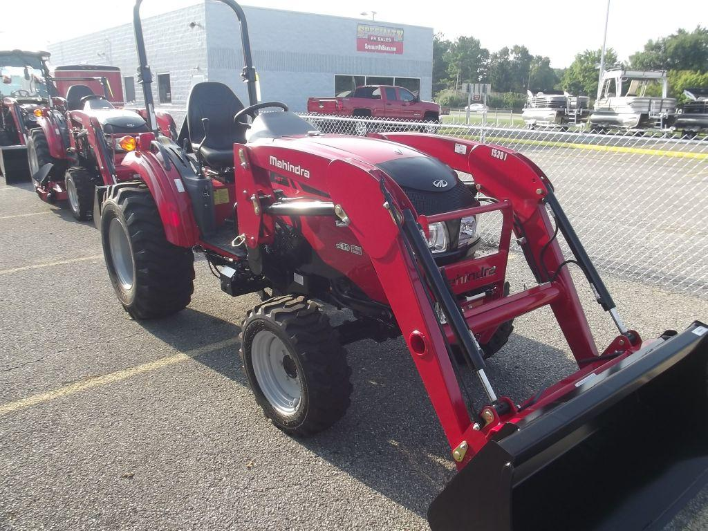 New 2015 Mahindra 1533 Photo